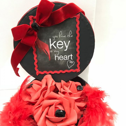 Εικόνα για Romantic Black gift Box - Roses & Gems