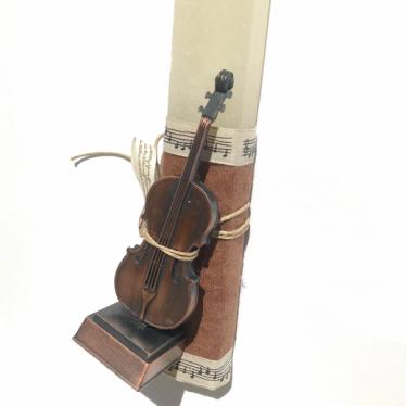 Εικόνα 2 για Λαμπάδα μπεζ Vintage Βιολί μινιατούρα - Ξύστρα