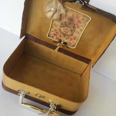 Εικόνα 2 για Χάρτινη Βαλίτσα 23X18X6,5 cm